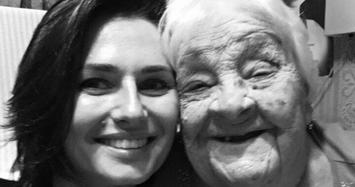 Il triste addio di Anna Safroncik a sua nonna