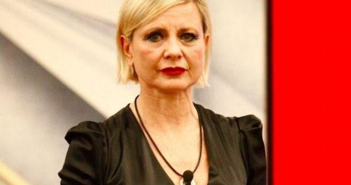 """""""Aggressiva, invidiosa, triste e sola"""", l'ex GF VIP attacca Antonella Elia"""