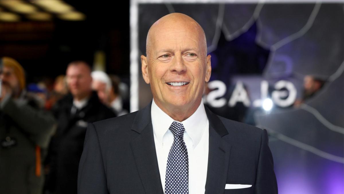 Bruce Willis senza mascherina