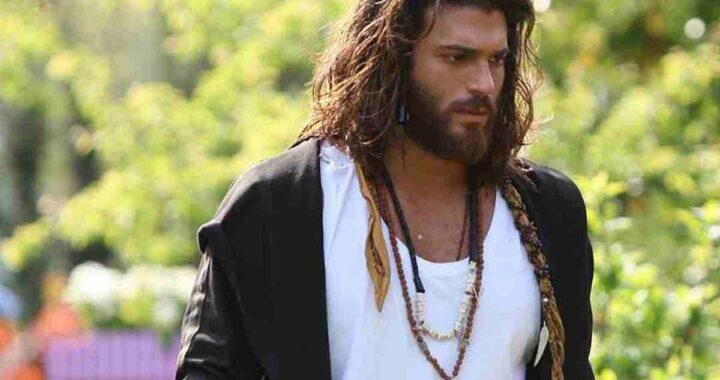Can Yaman porta i capelli lunghi