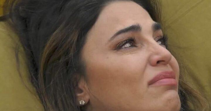 Cecilia Capriotti in lacrime