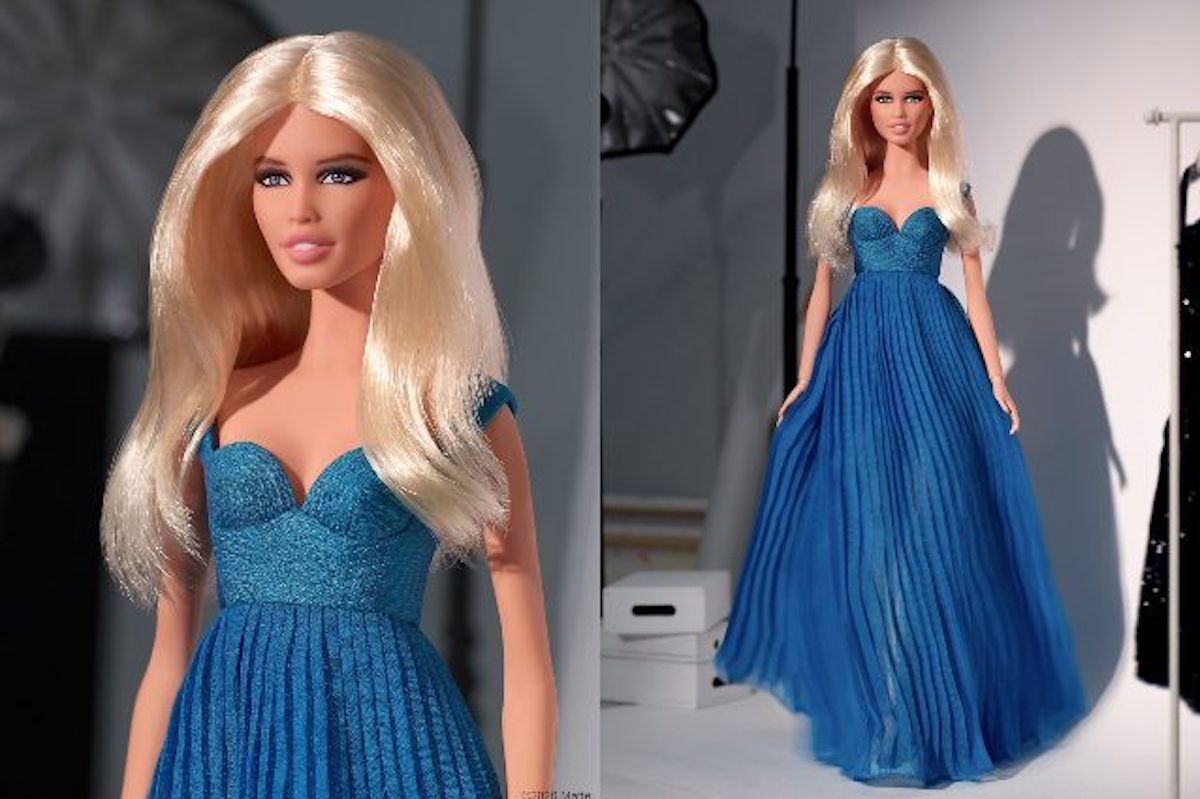 Barbie indossa abito blu