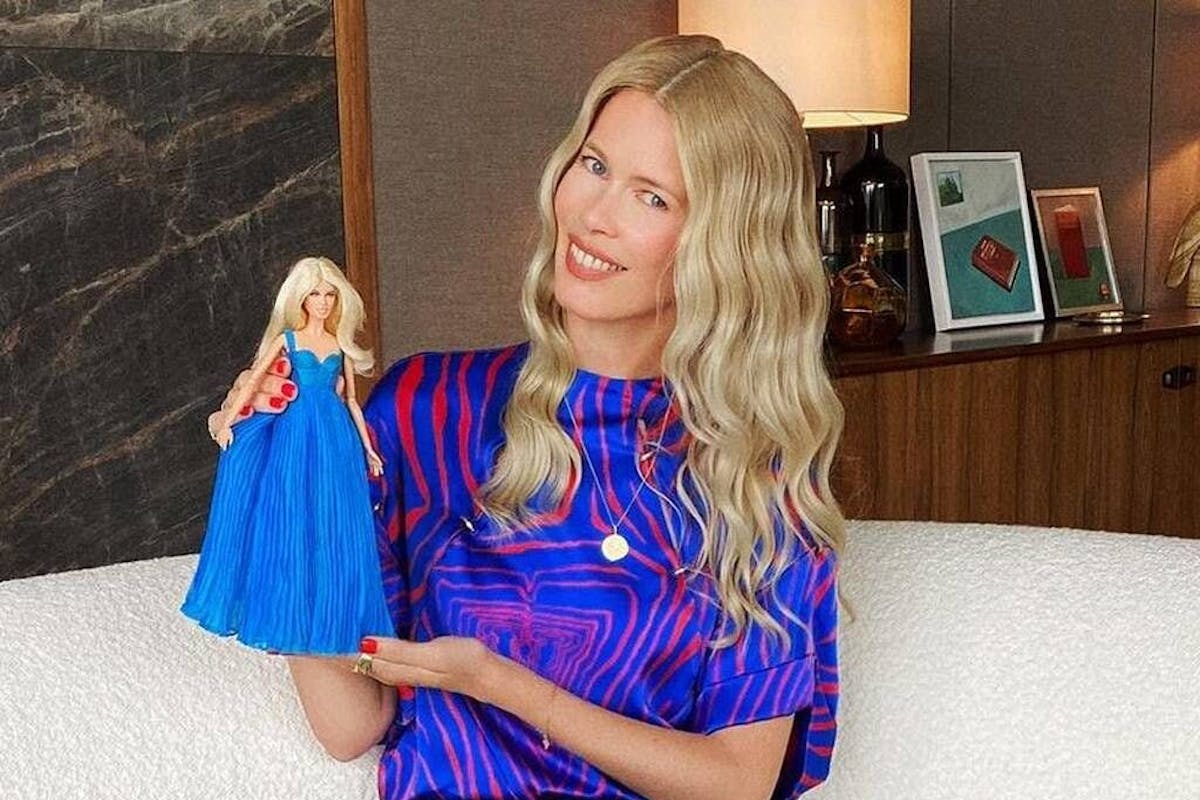 Claudia Schiffer mostra la sua Barbie
