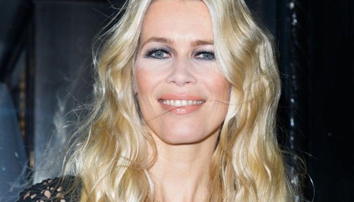Claudia Schiffer sorridente