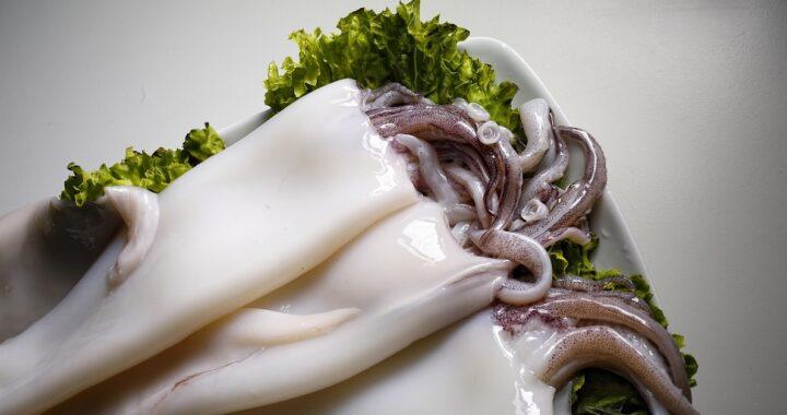 Come pulire i calamari e prepararli alla cottura: i trucchi e i consigli