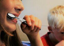 Come pulire l'apparecchio per i denti