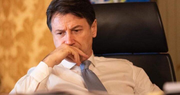 Giuseppe Conte preoccupato per la crisi di Governo