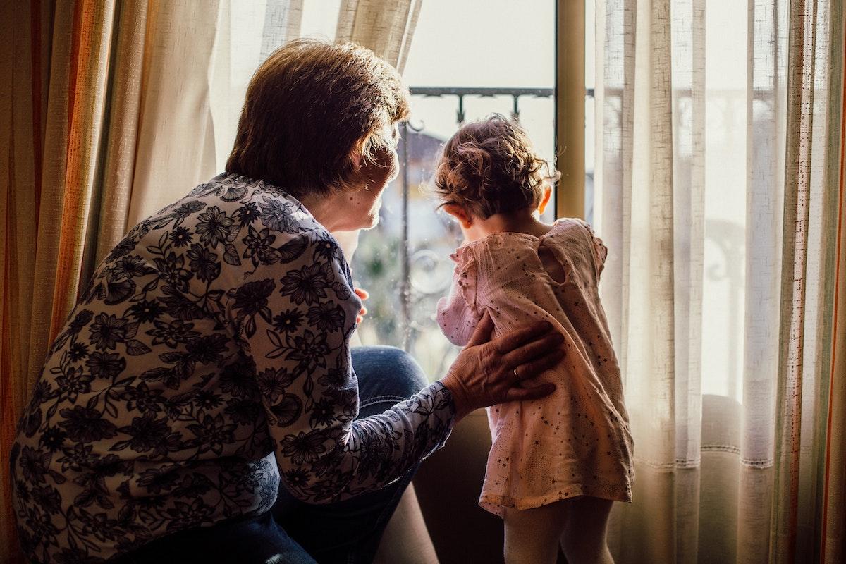 98 anni donna insieme alla nipote