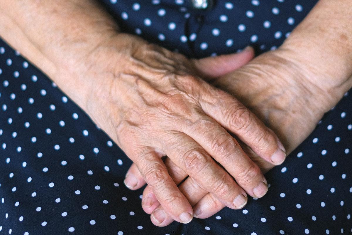 Mani donna 98 anni
