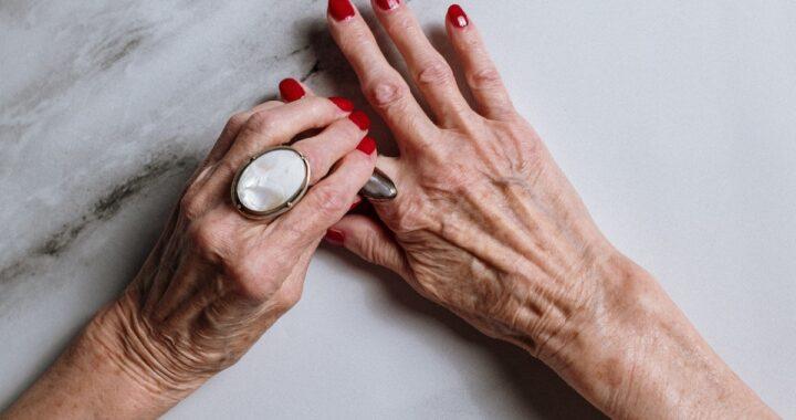 Donna 98enne sconfigge il Covid e diventa ricca