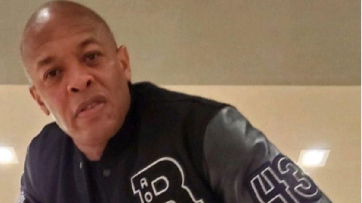 Dr Dre con una felpa