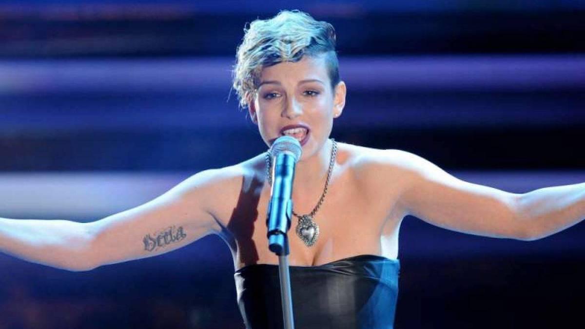 Marrone Emma canta