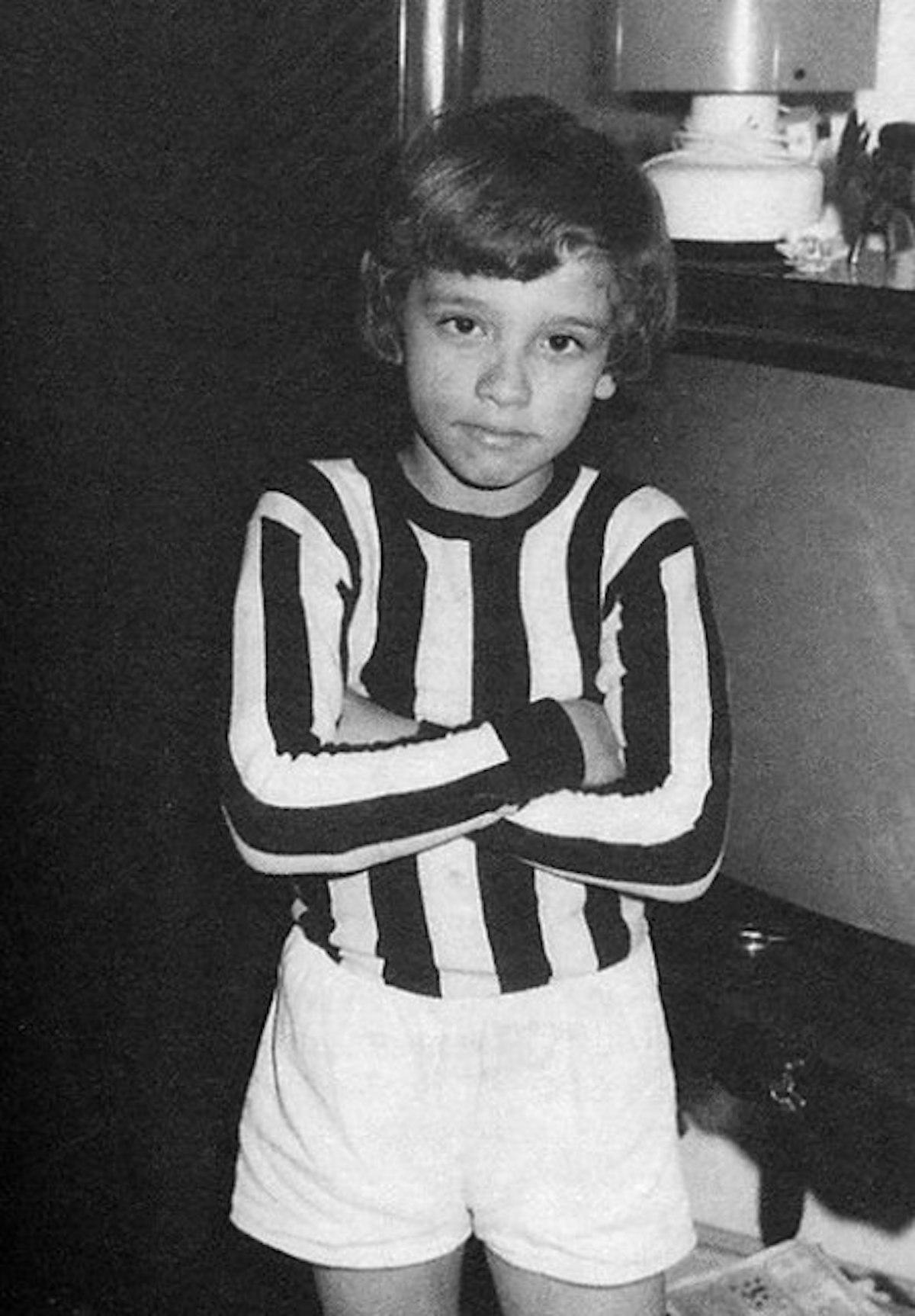 Ramazzotti Eros indossa la maglia della Juventus