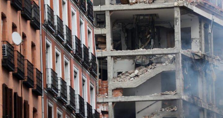 Spaventosa esplosione squarcia la città, crollano 3 piani di un palazzo in centro, ci sono morti