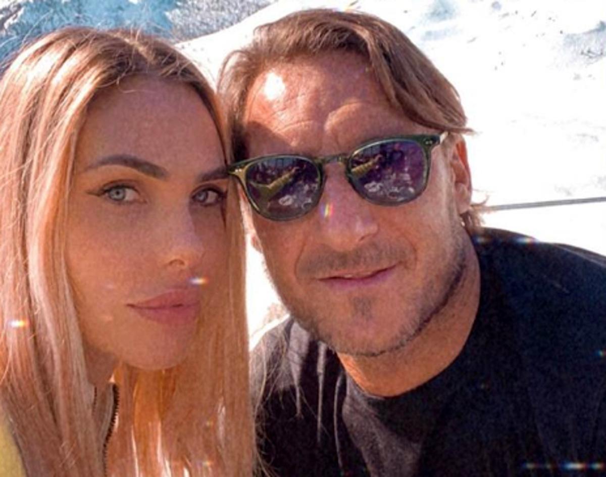 Selfie Totti Francesco e Ilary Blasi