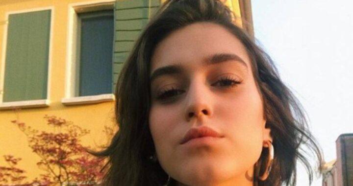 Gaia Gozzi rompe il silenzio e mostra per la prima volta il  fidanzato su Instagram. L'avete riconosciuto? È famoso anche lui