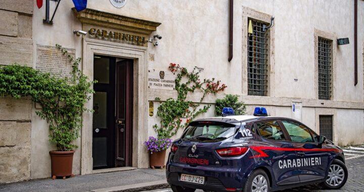 Carabinieri trovano il corpo di una 17enne gettato in un burrone: poco dopo la svolta