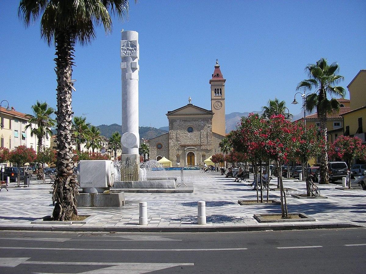 Marina di Carrara piazza