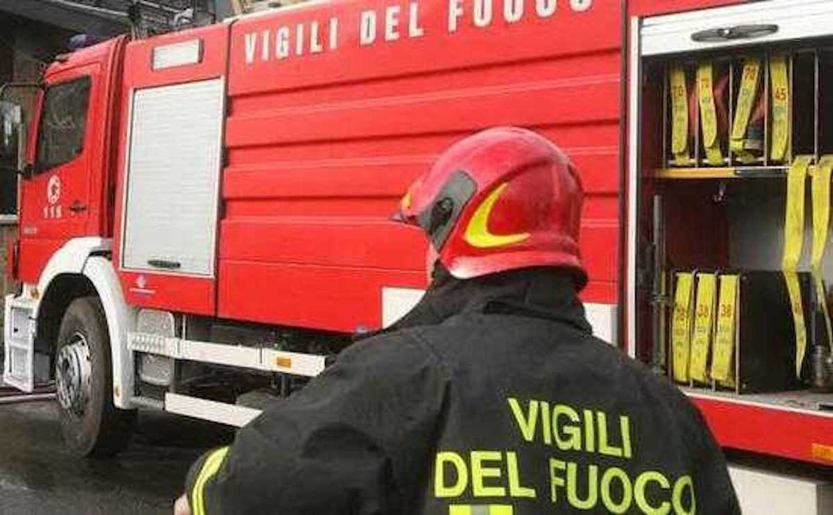 Soccorso pompieri Grumo Appula giallo