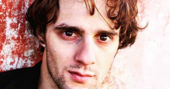 Ha 29 anni e lavora al centralino Covid, ma è famosissimo. Ha fatto piangere l'Italia intera da piccolo. Avete capito chi è?