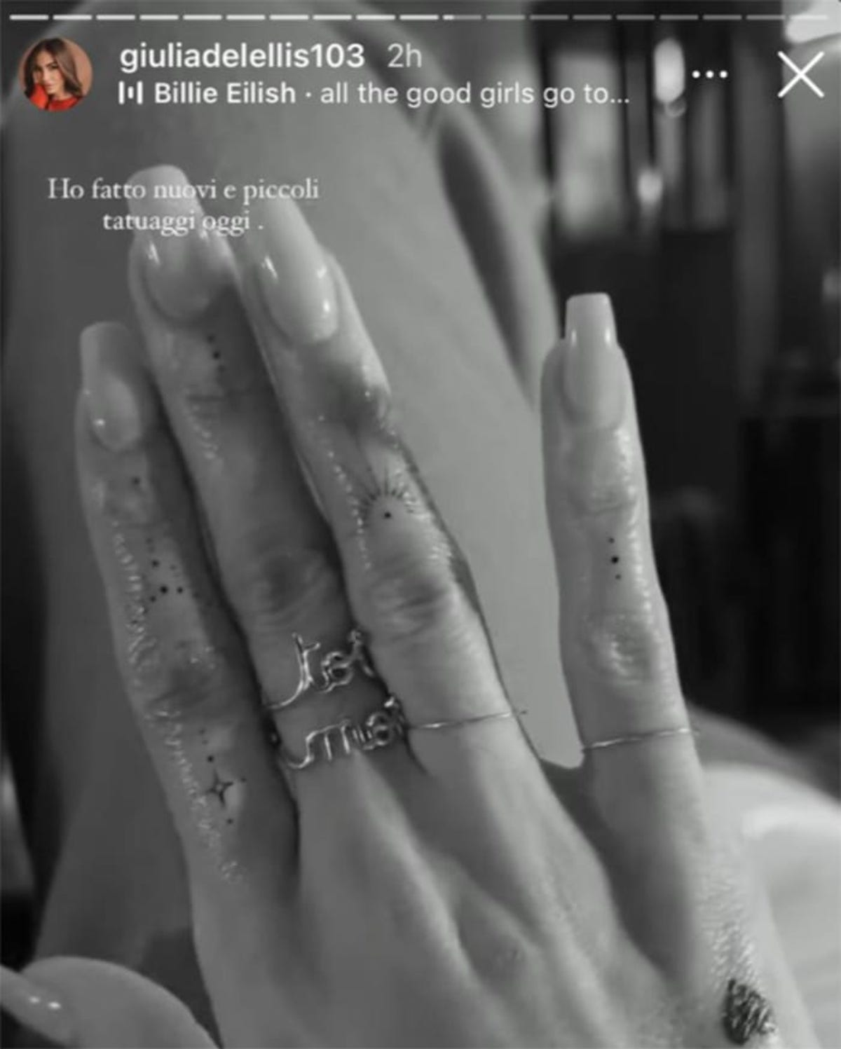 Tattoo alla mano Giulia De Lellis