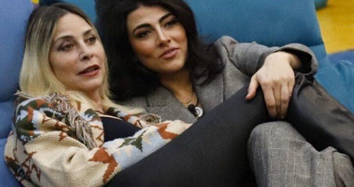 """Giulia Salemi confessione hot a Stefania Orlando: """"Vorrei baciarti, faccio pensieri strani su di te"""""""