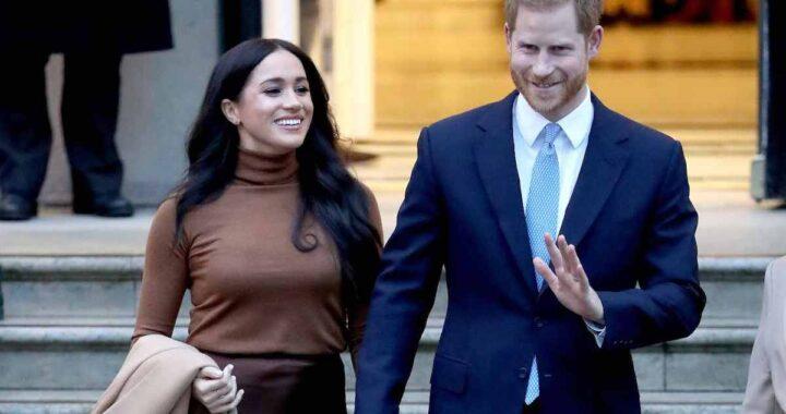 Harry e Meghan porgono i saluti