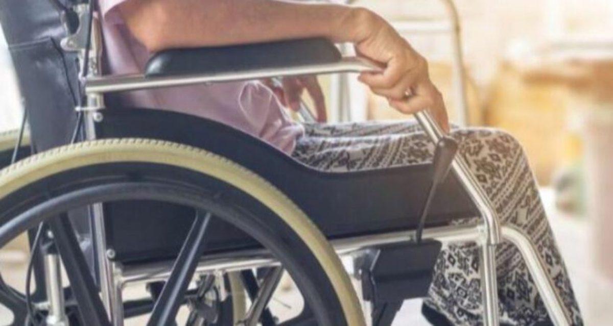 Ladri rubano a una signora con disabilità
