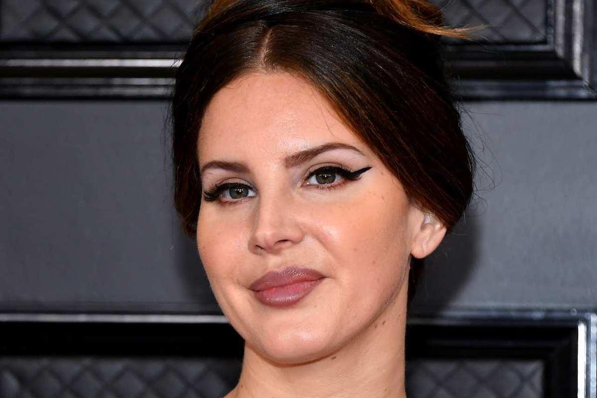 Lana Del Rey sorridente
