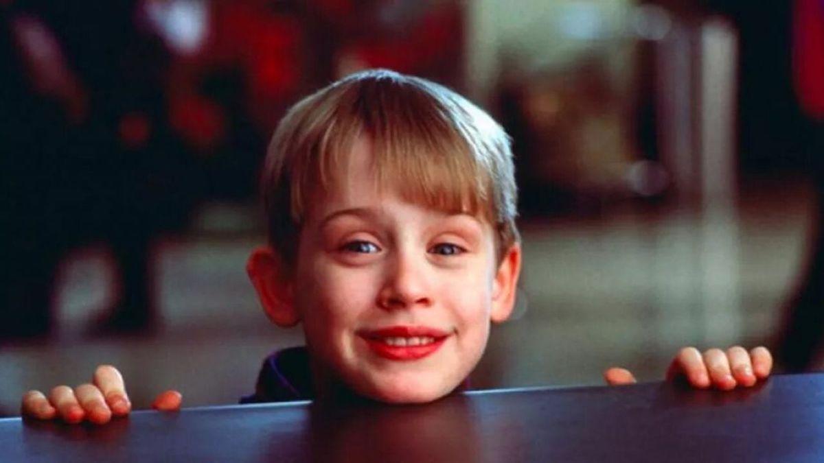 Macaulay Culkin sorridente