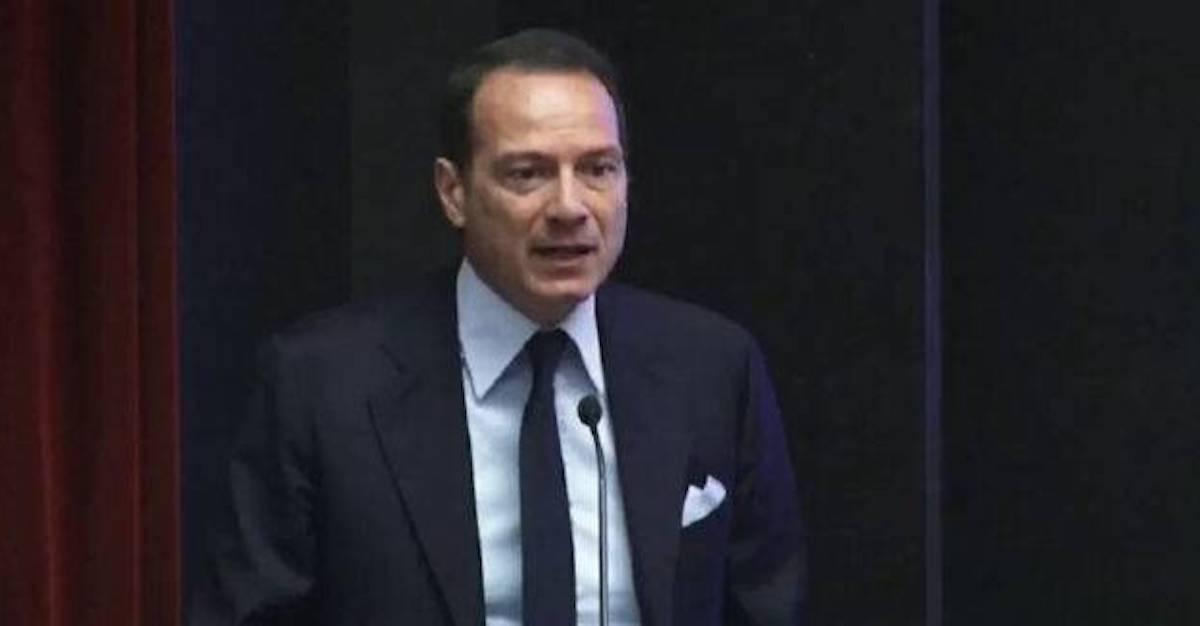 Marco Costantini in giacca e cravatta