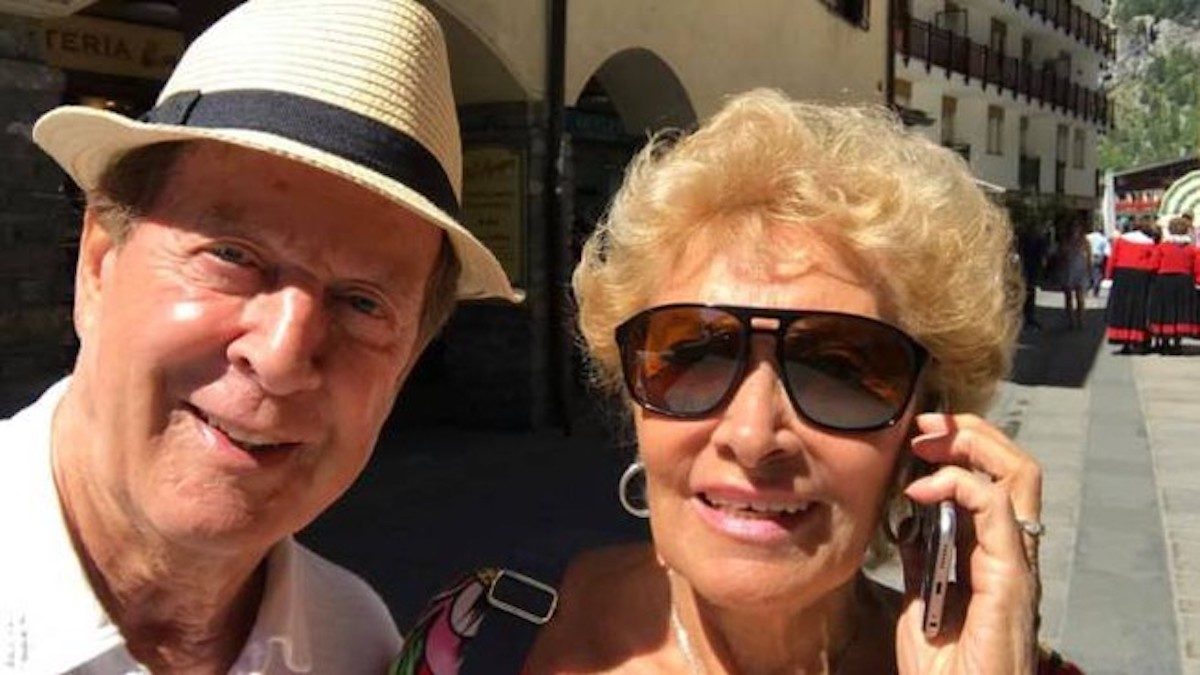 Lucia Russo e Memo Remigi sorridenti