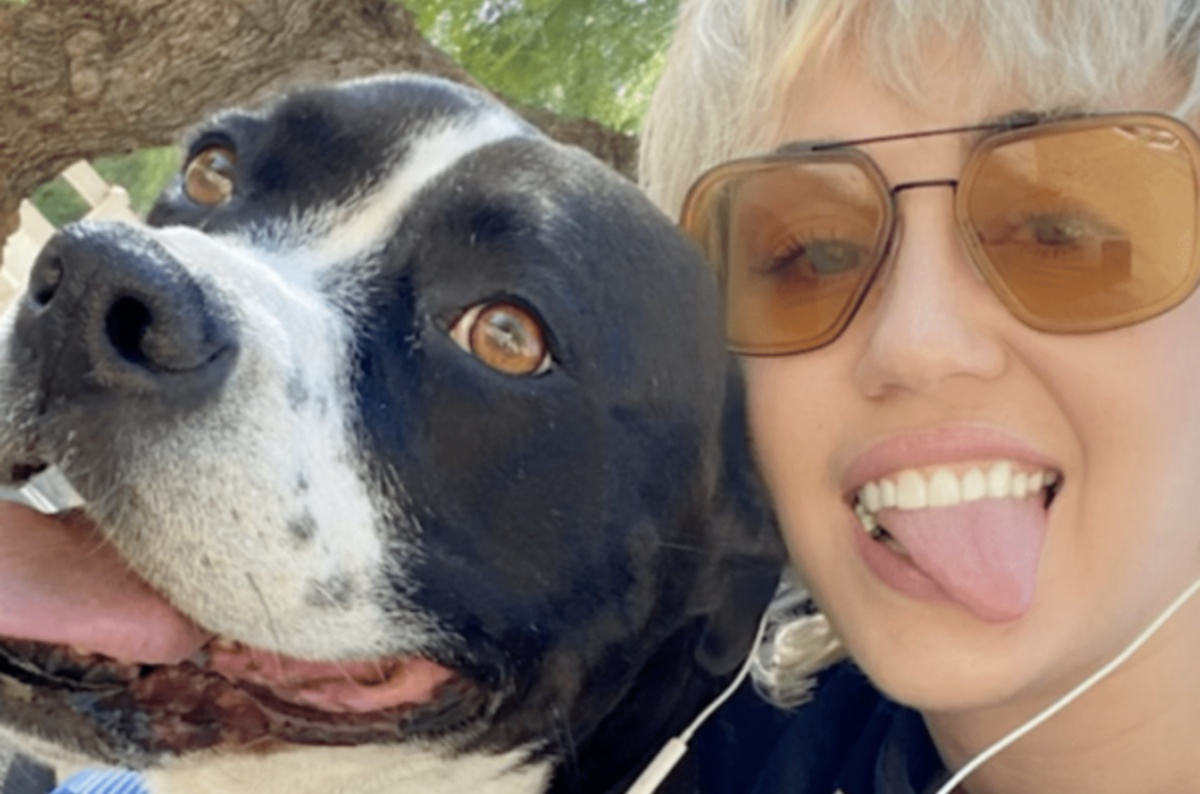 Miley Cyrus piange la sua cagnolina Mary Jane