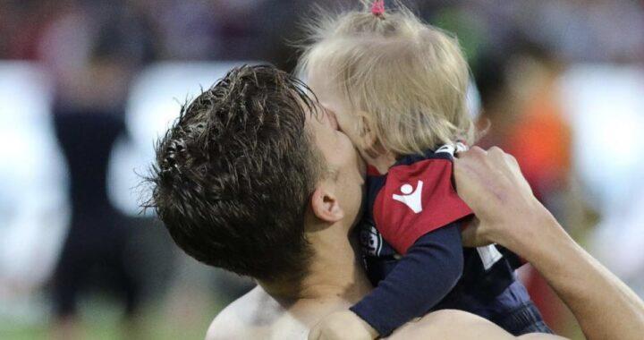 """""""Benvenuta piccola di casa"""": gioia infinita per il calciatore diventato papà di tre femminucce in tre anni"""
