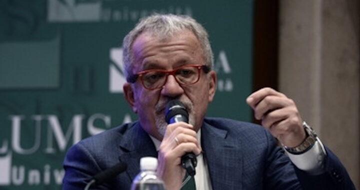 Roberto Maroni parla in pubblico