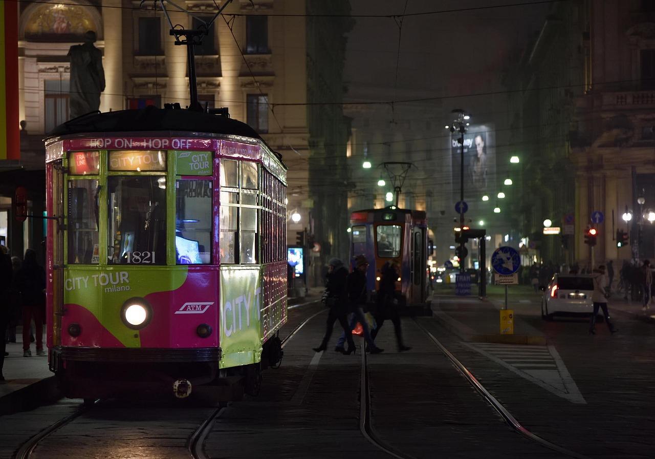 Strada trafficata a Milano