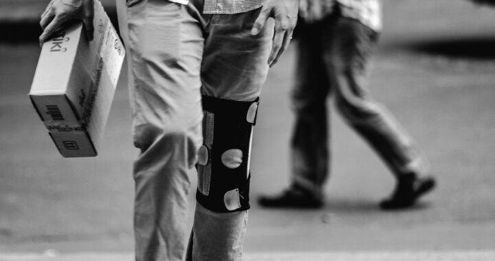 Corriere salva bimbo di 5 mesi abbandonato su un marciapiede