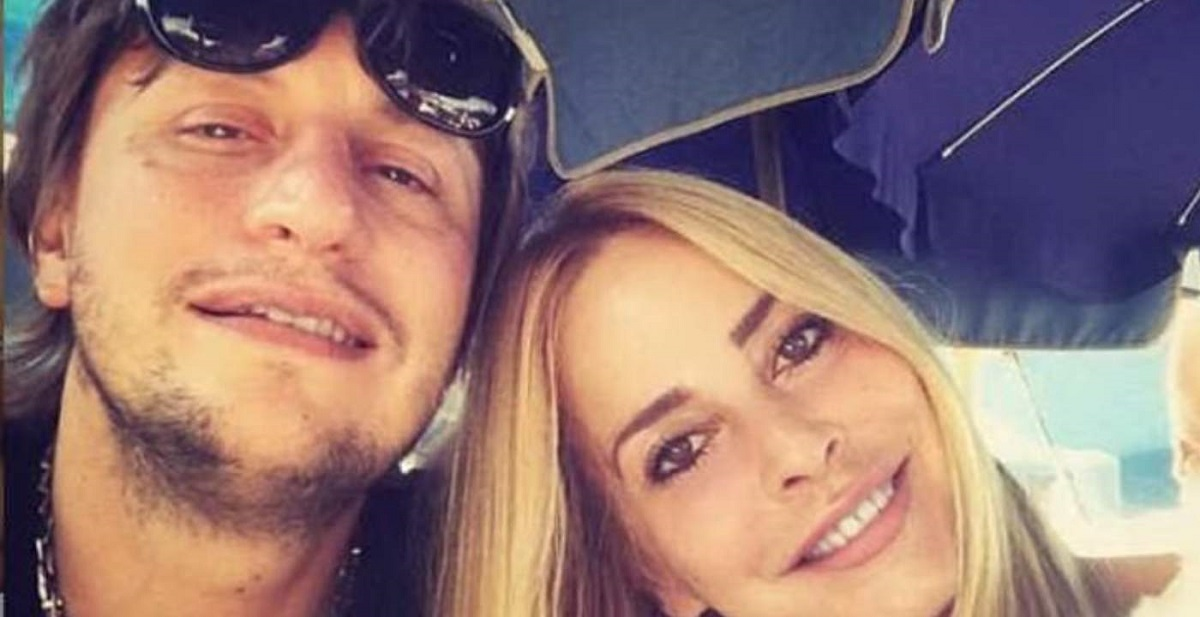 """GF Vip, il marito di Stefania Orlando: """"Giù le mani dalla mercanzia"""""""