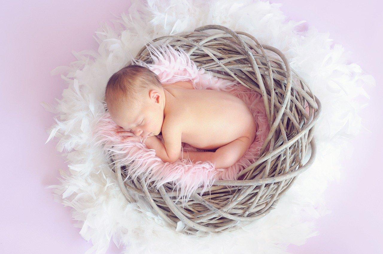 Bambina appena  nata
