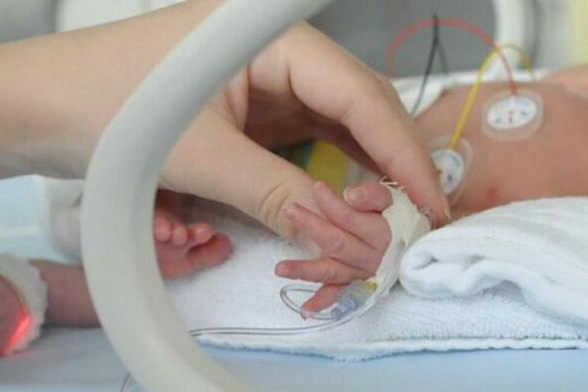 neonato 12 giorni morto