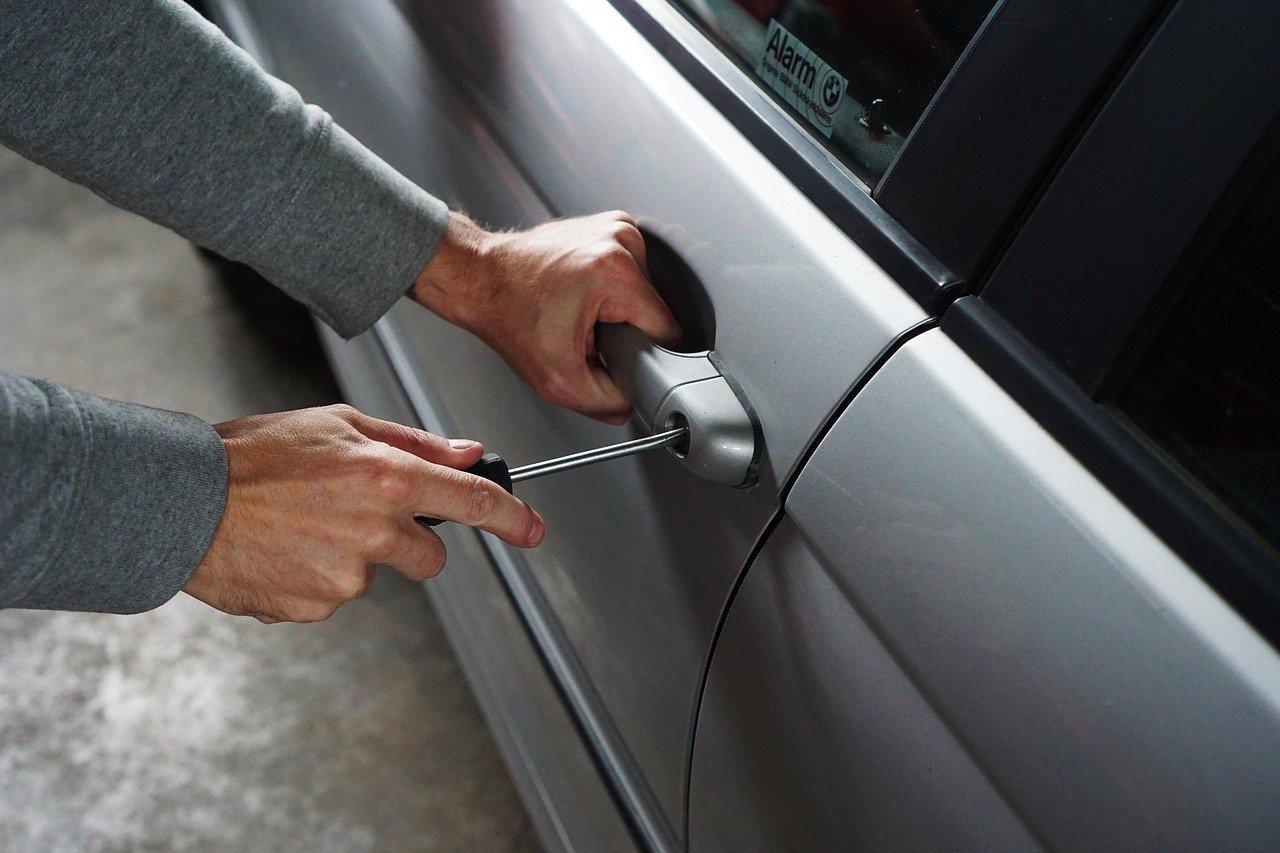 Il furto di una macchina