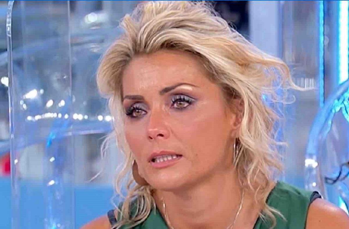 UeD: Carlotta Savorelli insultata per la sua malattia