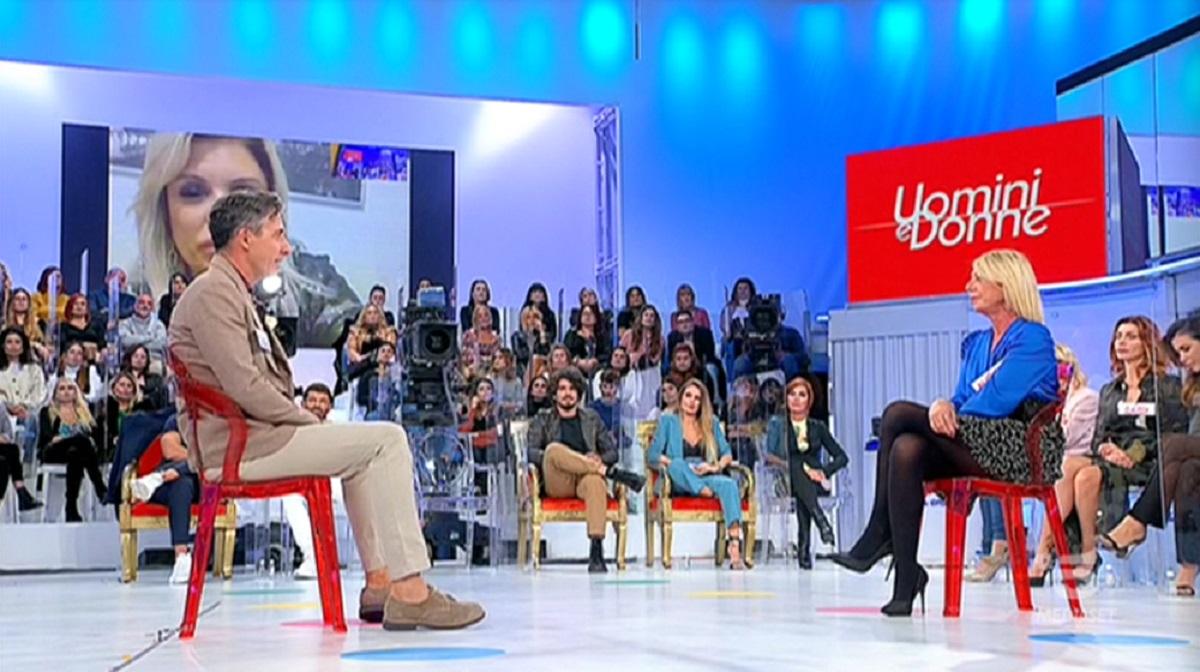 UeD: Giancarlo mostra dei video 'spinti' di Aurora