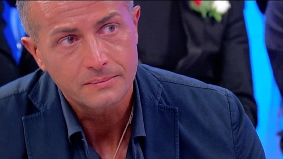 UeD: Riccardo Guarnieri, dopo la puntata, segue Ida fuori dagli studi