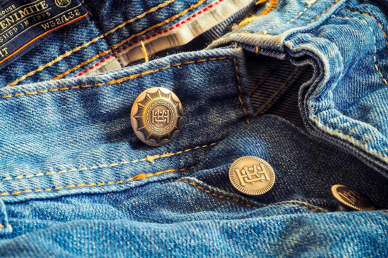 Rivetti sulle tasche dei jeans