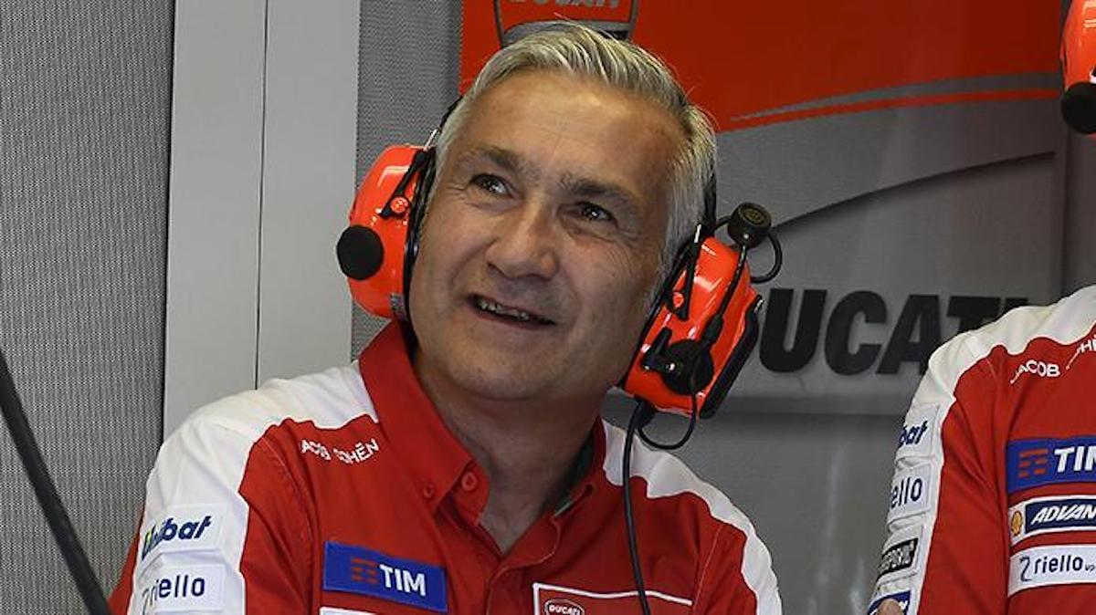 Davide Tardozzi indossa le cuffie