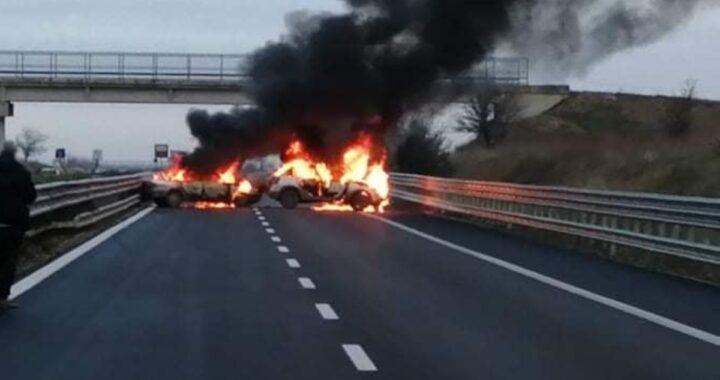 Auto in fiamme assalto a Foggia
