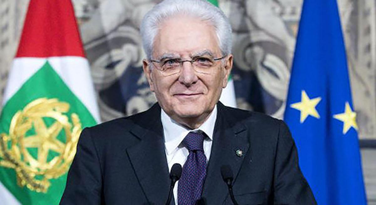 Sergio Mattarella sorridente