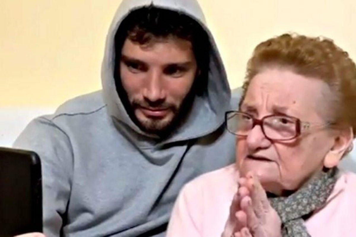 Stefano De Martino insieme a nonna Elisa