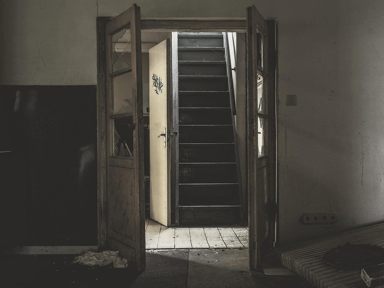 Porta di ingresso al condominio